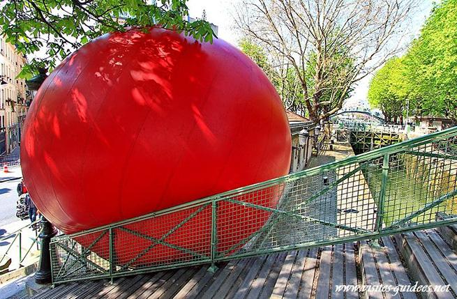La Redball lungo il Canal Saint Martin